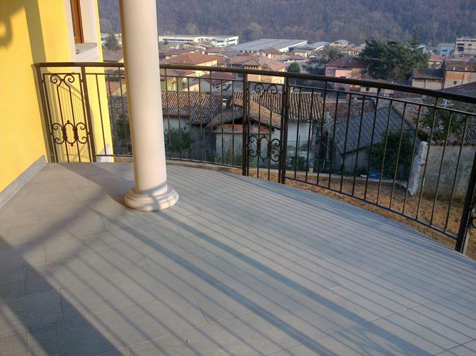 Costruzioni metalliche grassi di grassi cristiano for Traditional balconies